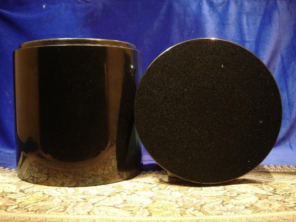 私人寶塔 - 黑花崗素面   (原價5,000  特價3,600)